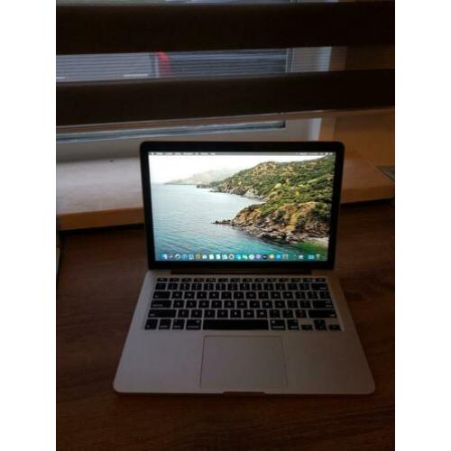 Apple macbook pro 13 retina i5 8GB 256GB SSD 2015