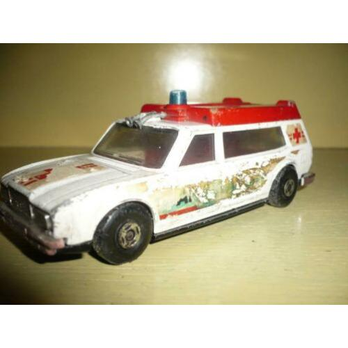 Mie18> oude matchbox ambulance 1974 lesney